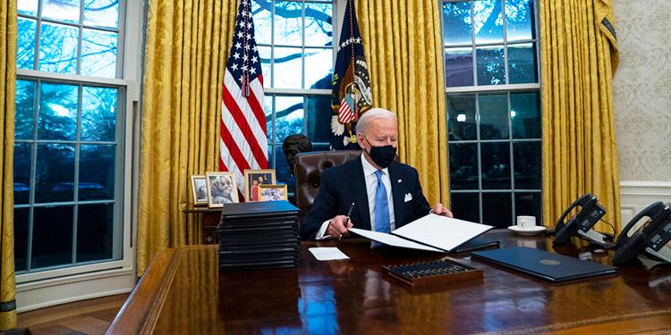 Demócratas frenan expectativas sobre ley migratoria de Biden
