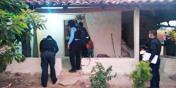 Allanamientos dejan a tres personas detenidas y dos armas decomisadas en Danlí