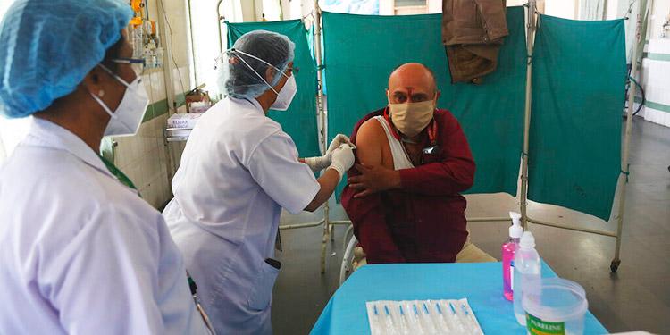 India autoriza dos vacunas contra el COVID-19