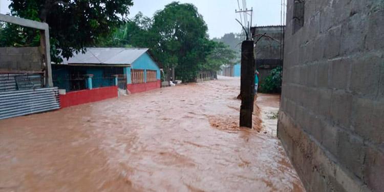 La quebrada de Adán se metió al barrio Las Delicias, donde las viviendas volvieron a inundarse.