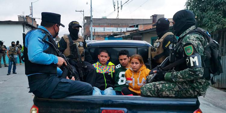 Capturan a tres pandilleros en la capital