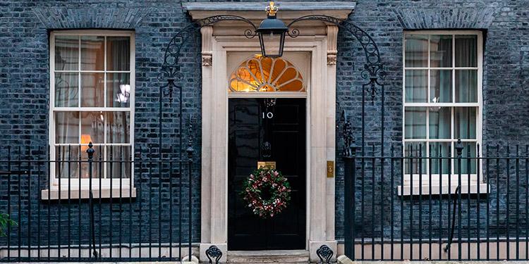 Anticipan un 'gran impacto' de contagios por la Navidad y la nueva cepa en Reino Unido