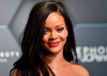 Rihanna causa polémica al despojarse de su lencería mientras realiza un twerking