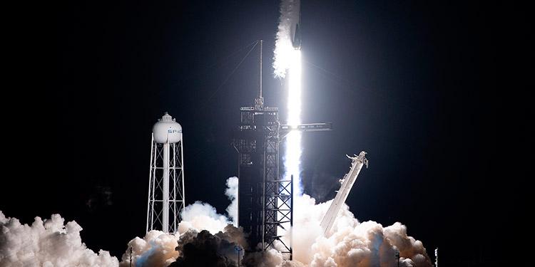 SpaceX lanza récord de satélites en un solo cohete y hasta cenizas humanas