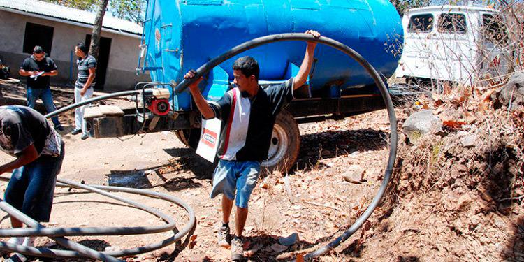 Más del 40 por ciento de los capitalinos recibe suministro de agua a través de camiones cisterna durante le época más crítica del verano.