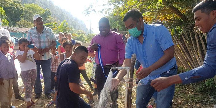 El alcalde Juan Carlos Morales Pacheco dio por inaugurado el proyecto de agua potable en la comunidad de La Laguna 2, Siguatepeque.