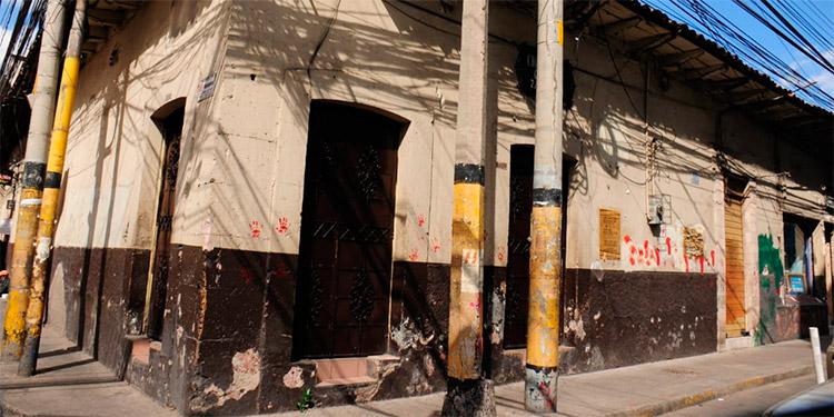 Numerosos locales de negocios del centro histórico de la capital permanecen cerrados, debido a la crisis económica desatada por la pandemia de COVID-19.