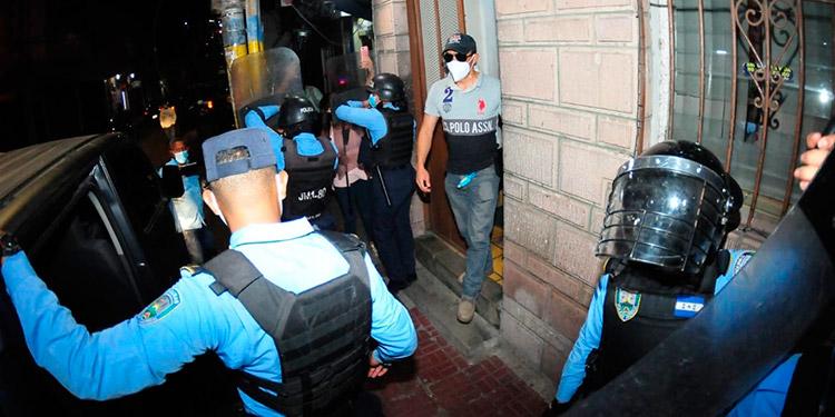 Los miembros de la Policía Nacional se sometieron a diferentes pruebas forenses como parte de las investigaciones en el caso de Keyla Patricia Martínez.