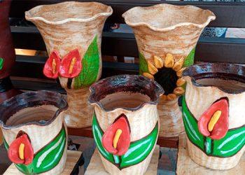 Desde las artesanías más rústicas hasta las más terminadas se fabrican en la comunidad de El Porvenir.