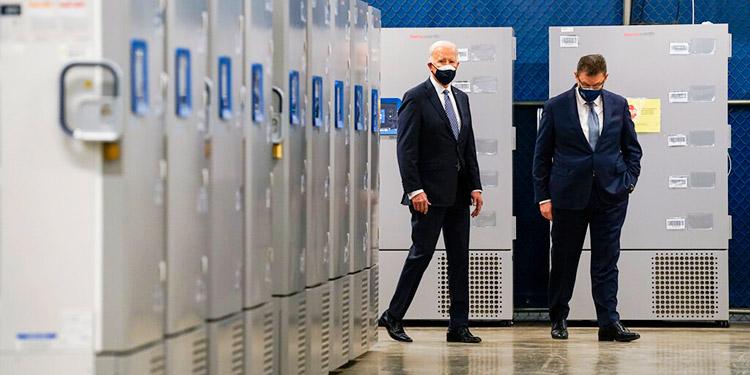 Equipo de Biden fija meta aún más ambiciosa para vacunación