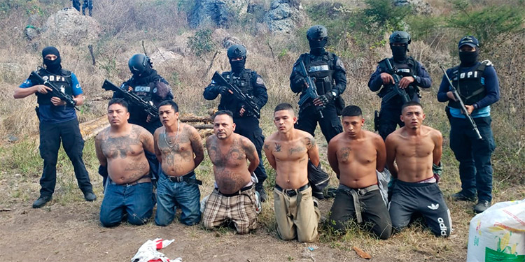 """Al puro estilo de las guerrillas, los """"mareros"""" se habían """"enmontañado"""" en una zona rural del Distrito Central, para el adiestramiento y otras acciones."""