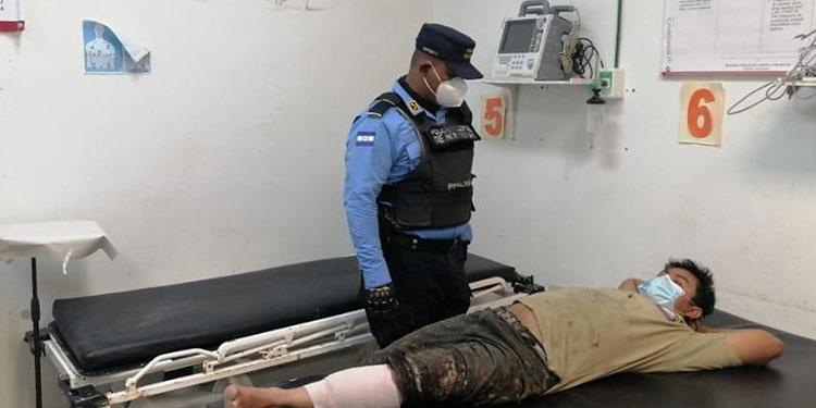 José Manuel Quiroz fue llevado al centro asistencial para su atención médica bajo custodia policial.