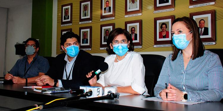 La presidenta interina del CNE, Rixi Moncada, compareció ayer en conferencia de prensa junto a los directores electorales, Blanca Laínez, Marlon Ochoa y Carlos Chavarría.