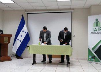 El convenio firmado tratará de promover la formación continua de servidores del IAIP y estudiantes de la UNITEC.
