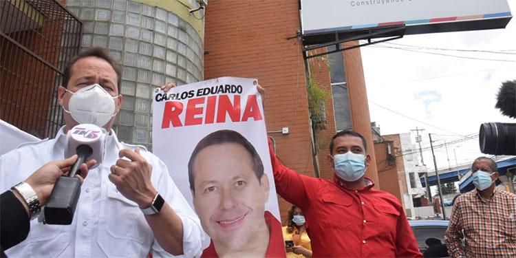 Carlos Eduardo Reina se presentó al Consejo Nacional Electoral (CNE).