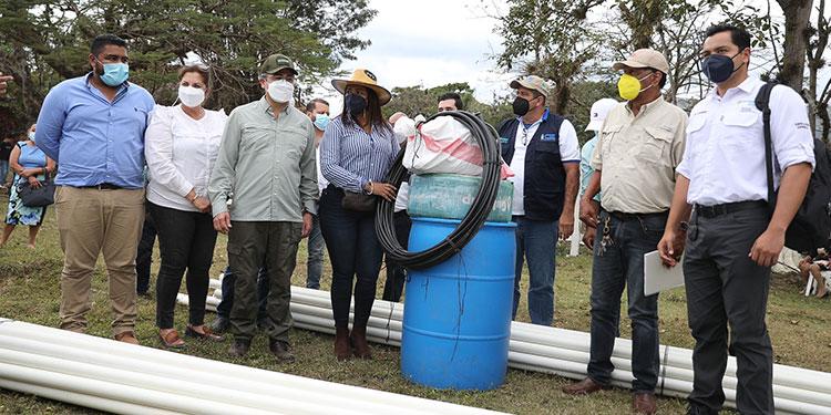 Presidente Hernández entrega los sistemas de riego y expone los beneficios de Agrocrédito 5.0.