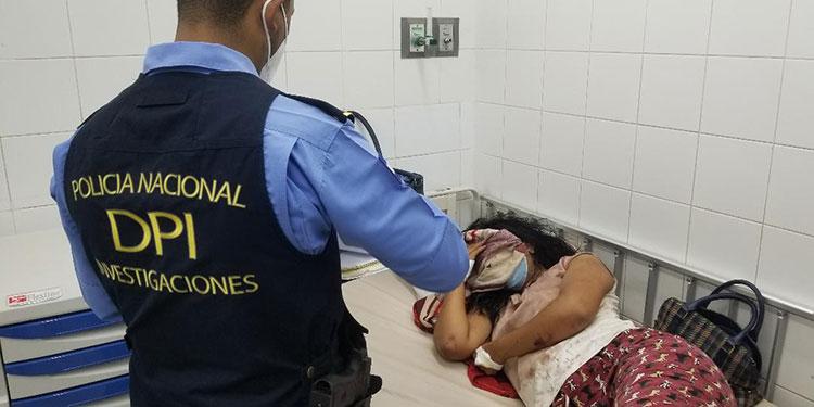 """La policía llegó a tomar la denuncia al Hospital """"Gabriela Alvarado"""", donde la joven mujer permanecía con fuertes golpes por la agresión sufrida."""