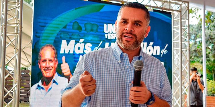 David Chávez se reúne con la juventud nacionalista de FM.