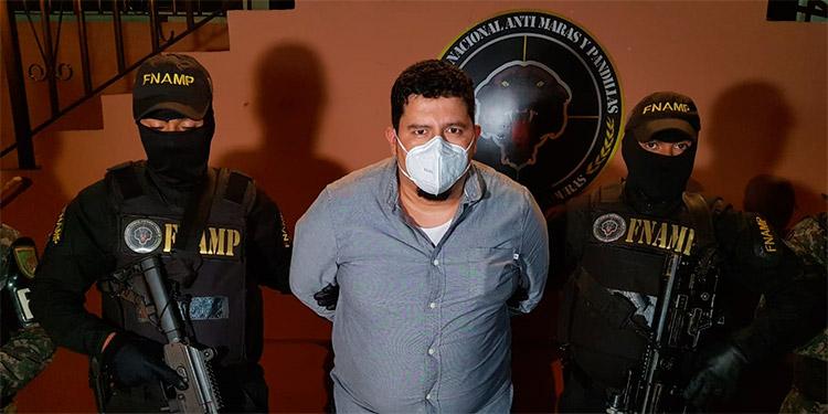 Se informó que Gustavo Ferrera Licona también usaba un chaleco de derechos humanos, para despistar a las autoridades.