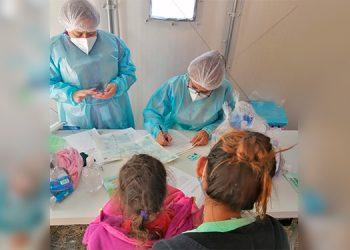 Del total de los infantes que han dado positivo al coronavirus, 5,876 que equivalen al 53 por ciento han sido niñas y el resto niños.