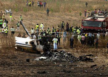 Siete personas fallecidas al estrellarse avión militar en Nigeria