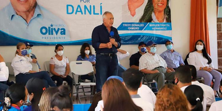 """El precandidato Mauricio Oliva de cara a las elecciones primarias afirmó a sus seguidores que """"claro que sí podemos""""."""
