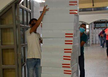 El CNE ya tiene en las bodegas del Infop las papeletas electorales de 16 departamentos y hoy se recibe las de Francisco Morazán y Cortés.