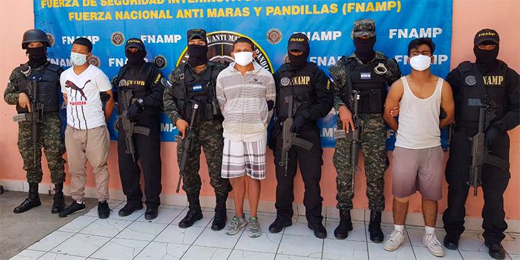 Personas ligadas a pandillas fueron capturadas en los últimos días, entre ellos estos tres individuos que operaban en la capital.