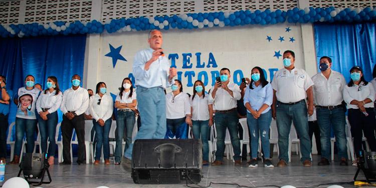 """La gira de """"Papi a la Orden"""" continuó por las ciudades de San Pedro Sula y hoy domingo, en Santa Rita de Yoro."""