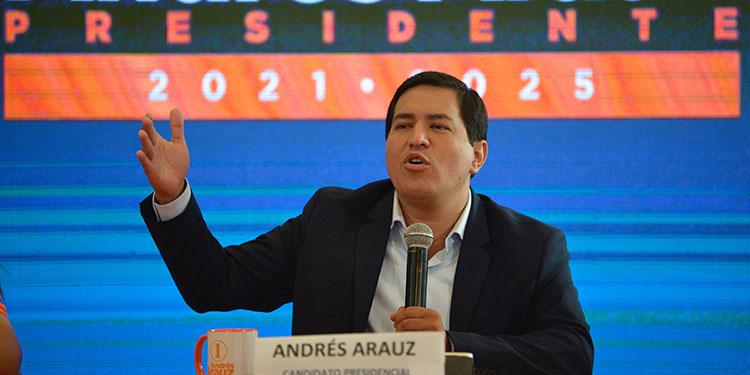 El candidato a la presidencia de Ecuador Andrés Arauz, negó un supuesto financiamiento a su campaña por parte del Ejército de Liberación Nacional, la última guerrilla reconocida en Colombia.    (LASSERFOTO AFP)