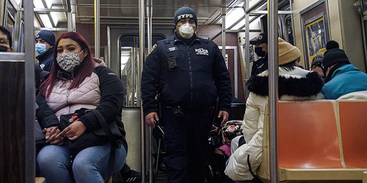 El Departamento de Policía ha decidido desplegar en la red de metro a 500 policías más después que se produjeran cuatro apuñalamientos. (LASSERFOTO AP)