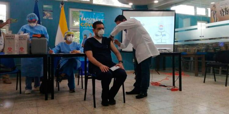 La vacunación contra el COVID-19 inició a nivel nacional por parte de cuatro regiones sanitarias.