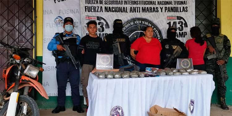 """La mujer identificada como """"La Sara"""" se encontraba en compañía de una pareja, realizando la distribución de la droga a vendedores de Sabá, Colón."""
