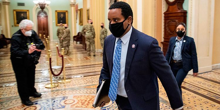 Senado de EEUU da la sorpresa y aprueba citar a testigos en el juicio a Trump