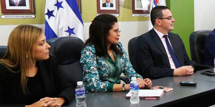 Por hospitalización de Ana Paola Hall, Rixi Moncada, asume interinamente la presidencia del CNE.