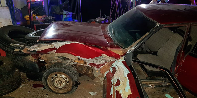 En el accidente vial impactaron dos automóviles y una motocicleta.