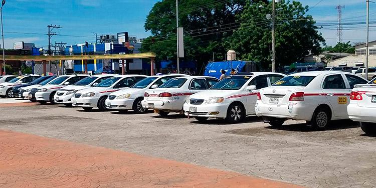 La dirigencia del transporte público pide al gobierno que después del sector Salud, sean los motoristas y ayudantes de autobuses urbanos e interurbano y taxis, los que sean vacunados.