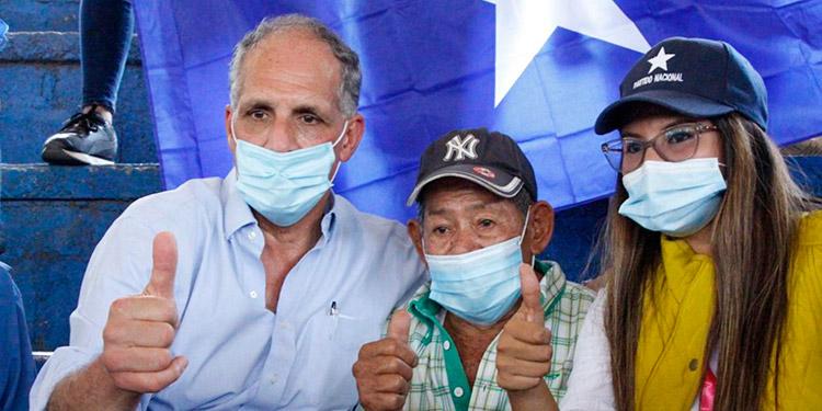 """El precandidato Nasry """"Tito"""" Asfura se congregó con seguidores en Juticalpa y Catacamas, Olancho."""