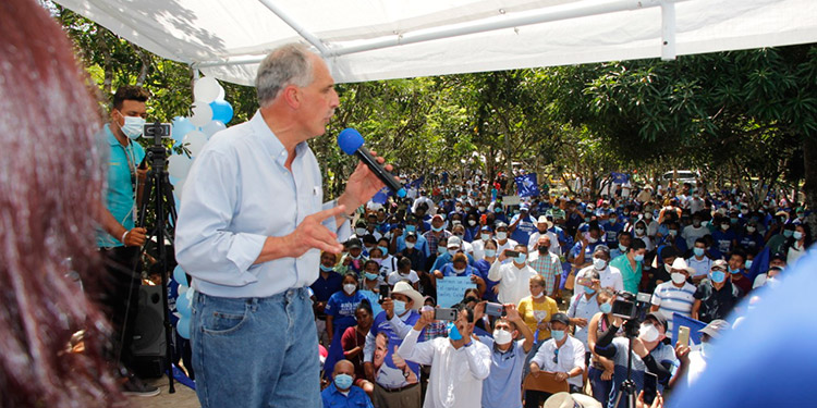En reunión de trabajo le ratificaron el respaldo para que el 14 de marzo se convierta en el candidato a la Presidencia de la República.