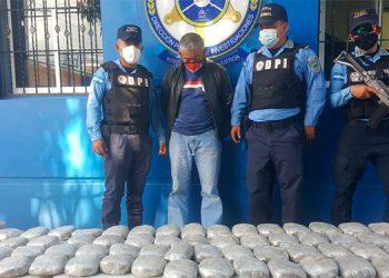 A Leonel Alfonso Vega Paz se le detuvo cuando transportaba una gran cantidad de marihuana.