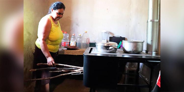 Más de 12 mil familias hondureñas son beneficiadas con la entrega de ecofogones