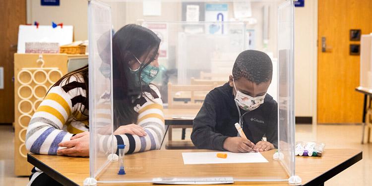 Estudio: Maestros, fuente de contagios de COVID en escuelas