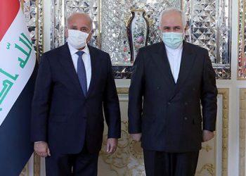 El ministro iraní de Exteriores, Mohamad Yavad Zarif,(d) con su homólogo iraquí, Fouad Hosein, (i) este miércoles en Teherán, Iran. EFE