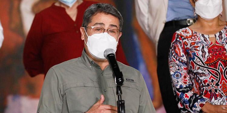 Presidente Hernández denuncia acaparamiento de vacunas