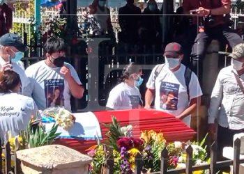 Impotencia y dolor en el entierro de Keyla Martínez