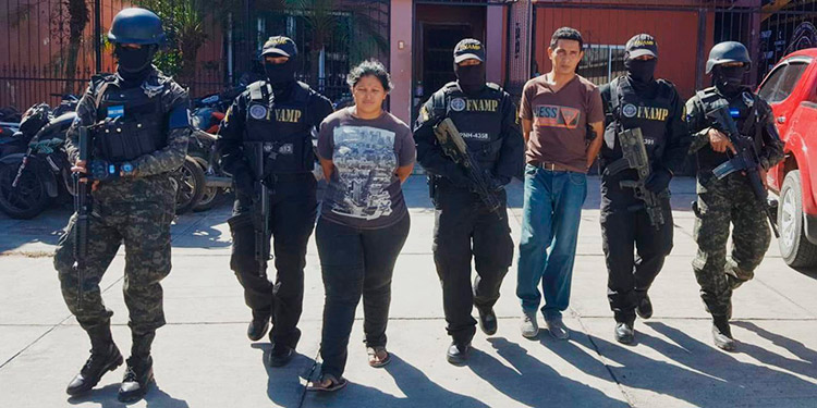 Los sindicados fueron detenidos por miembros de la PMOP y de la FNAMP, quienes los remitieron ante las autoridades judiciales.