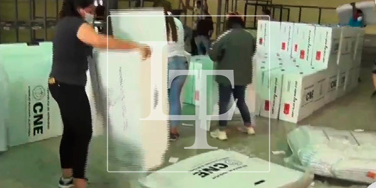 Comienza la descarga del segundo lote de maletas electorales en Infop