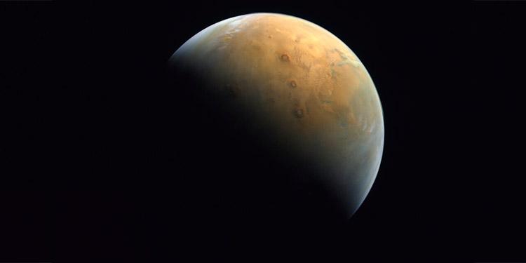 Emiratos Árabes publica la primera foto de su misión a Marte