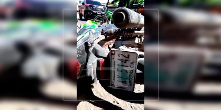 Motociclista pierde la vida tras ser embestido por 'carro fantasma'