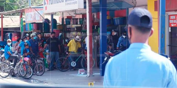 Dentro de negocio matan a una mujer y hieren a dos guardias de seguridad en Olanchito